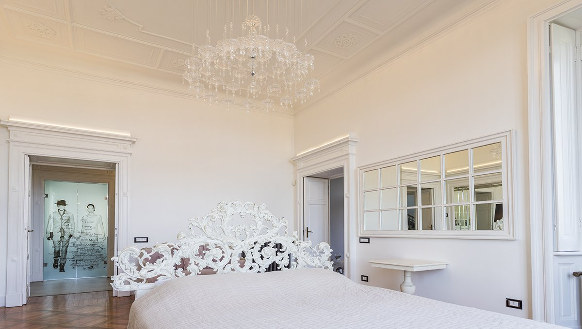 Prestigious liberty villa for sale in Stresa centre - double bedroom
