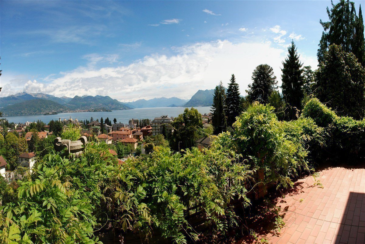Prestigious liberty villa for sale in Stresa centre - lake view