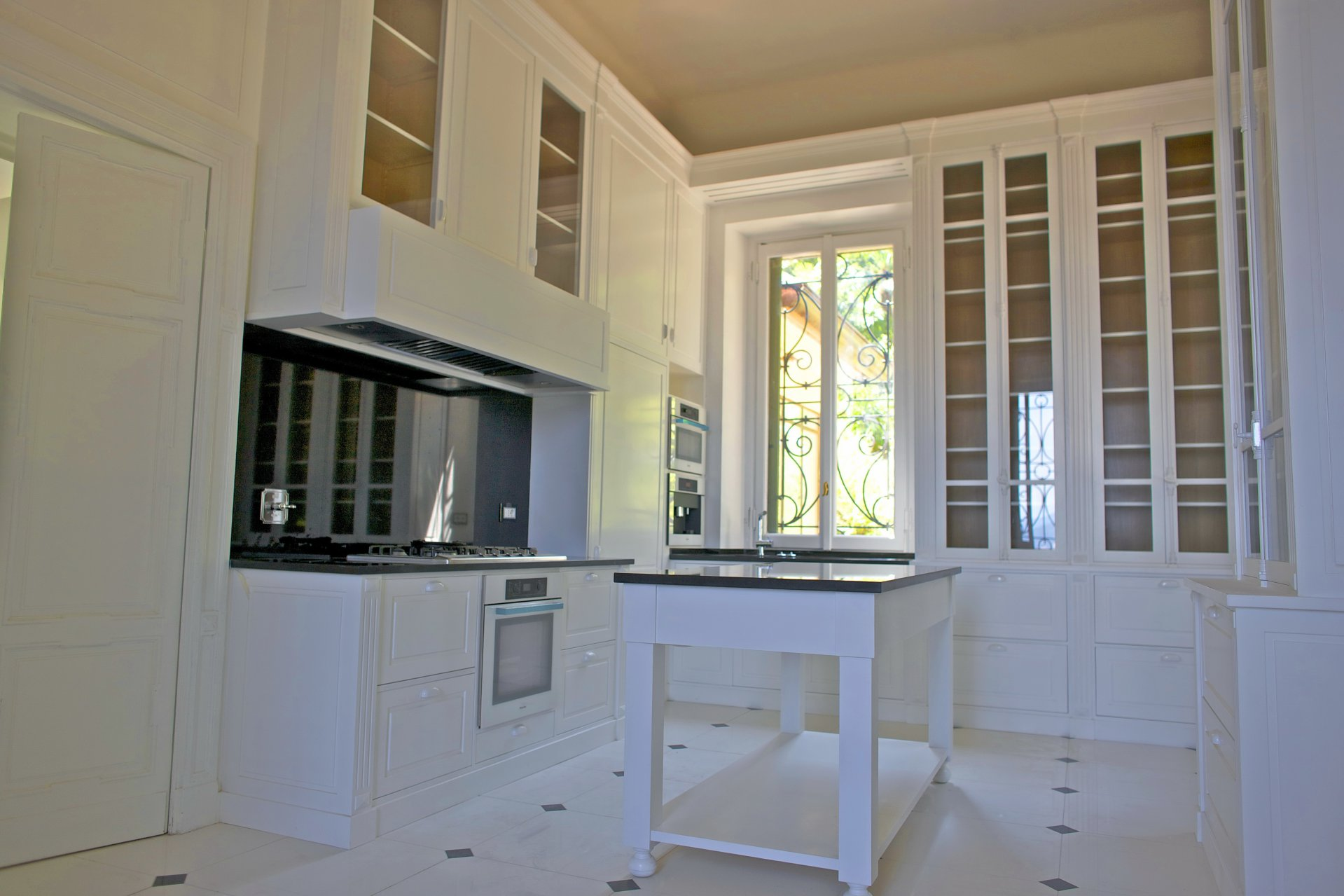 Prestigious liberty villa for sale in Stresa centre - kitchen