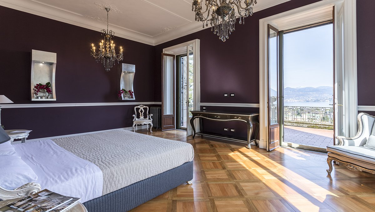 Prestigious liberty villa for sale in Stresa centre - bedroom with a view
