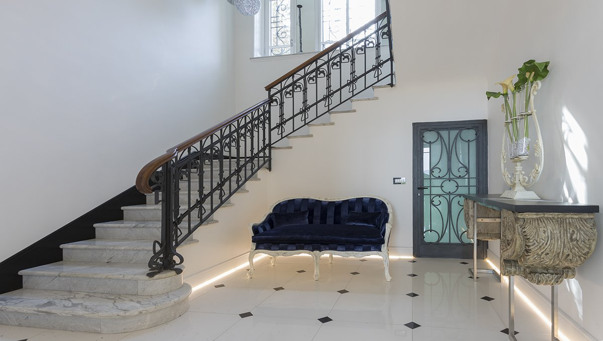 Prestigious liberty villa for sale in Stresa centre - stairs