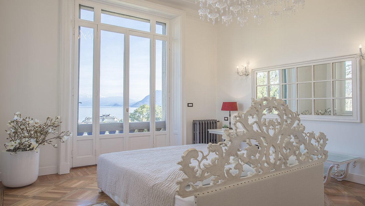 Art Nouveau style villa for sale in the center of Stresa
