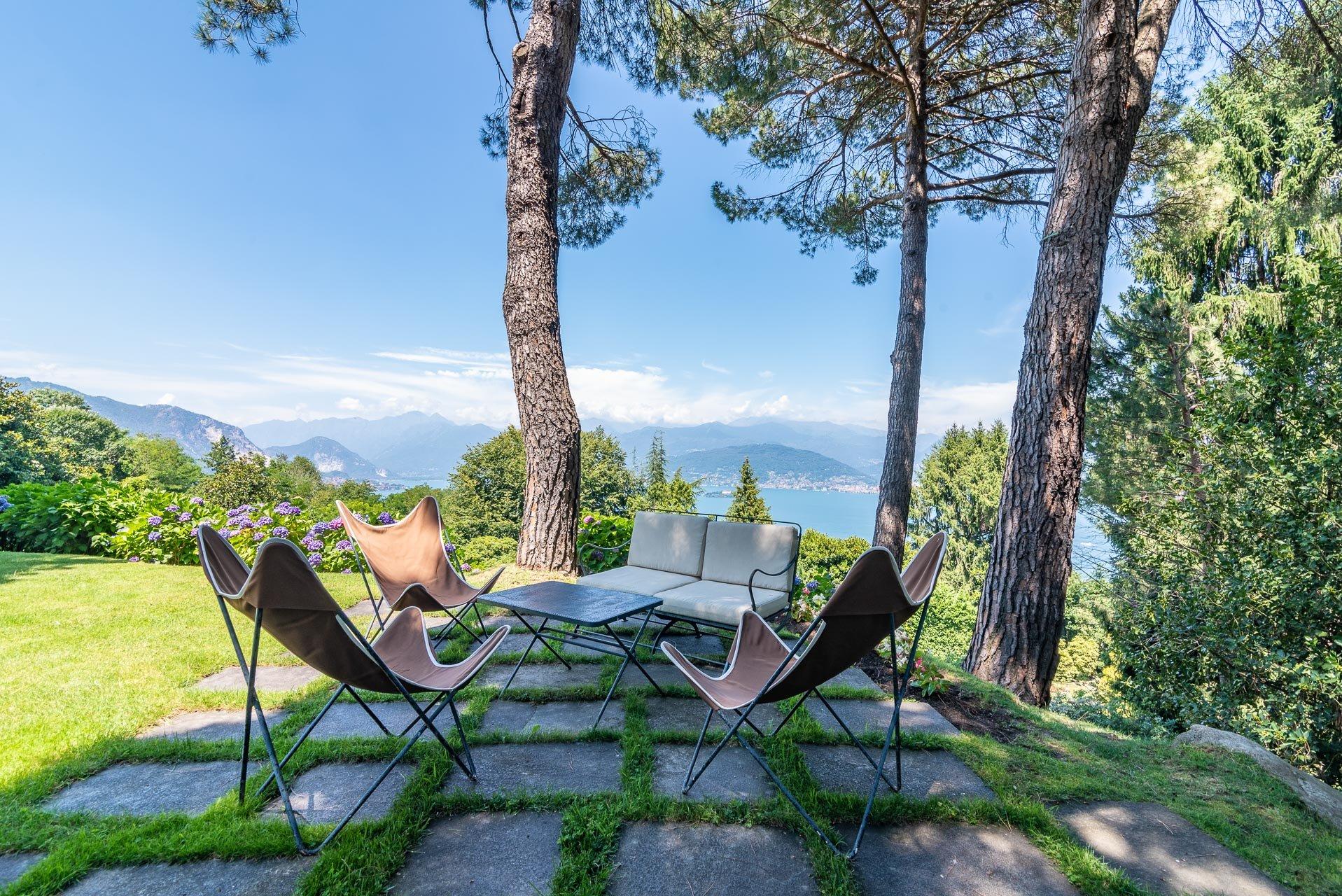Elegant lake view villa for sale in Stresa - lake view