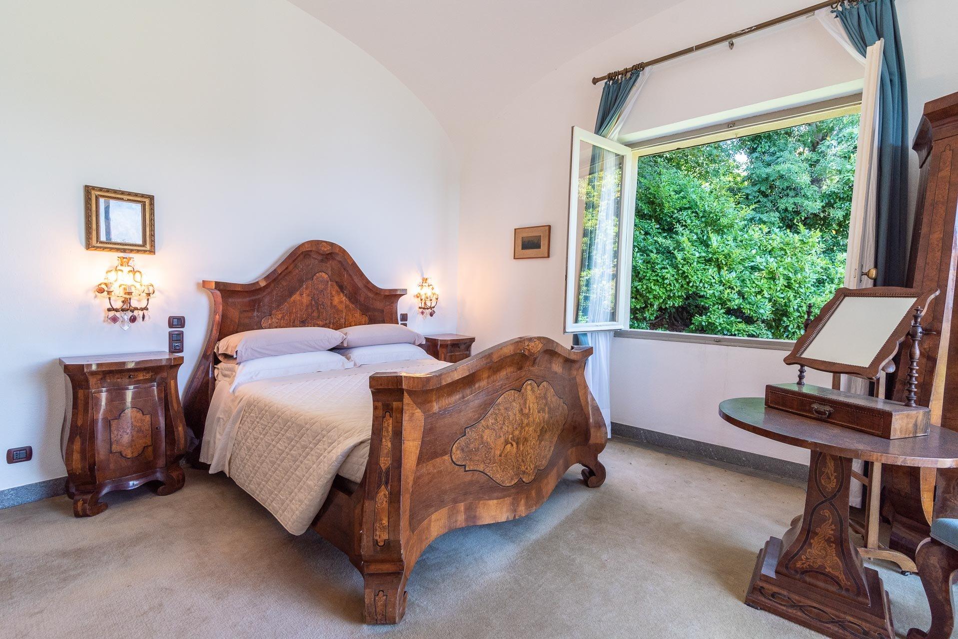 Elegant lake view villa for sale in Stresa - bedroom