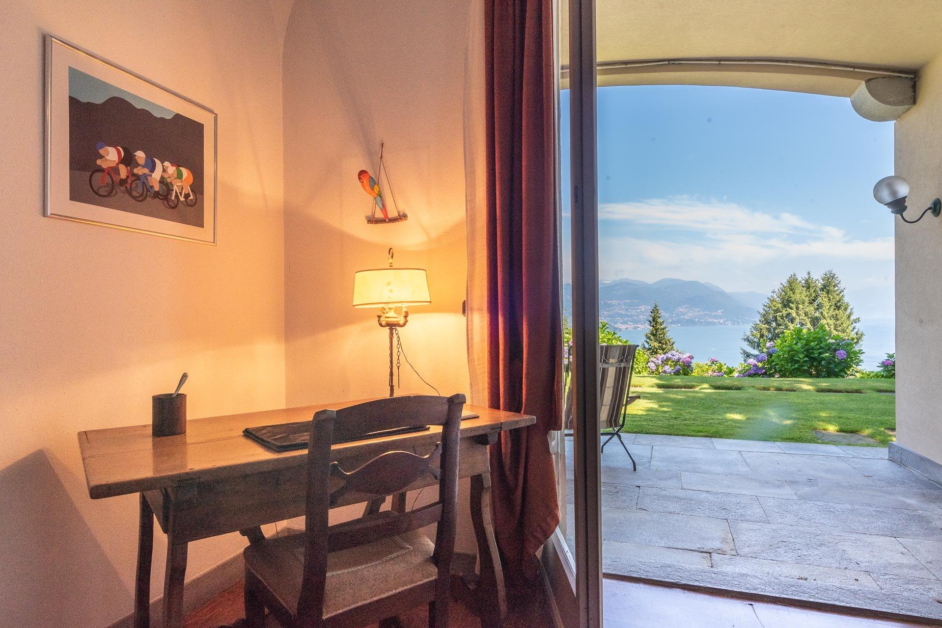 Elegant lake view villa for sale in Stresa - Lake's glimpse