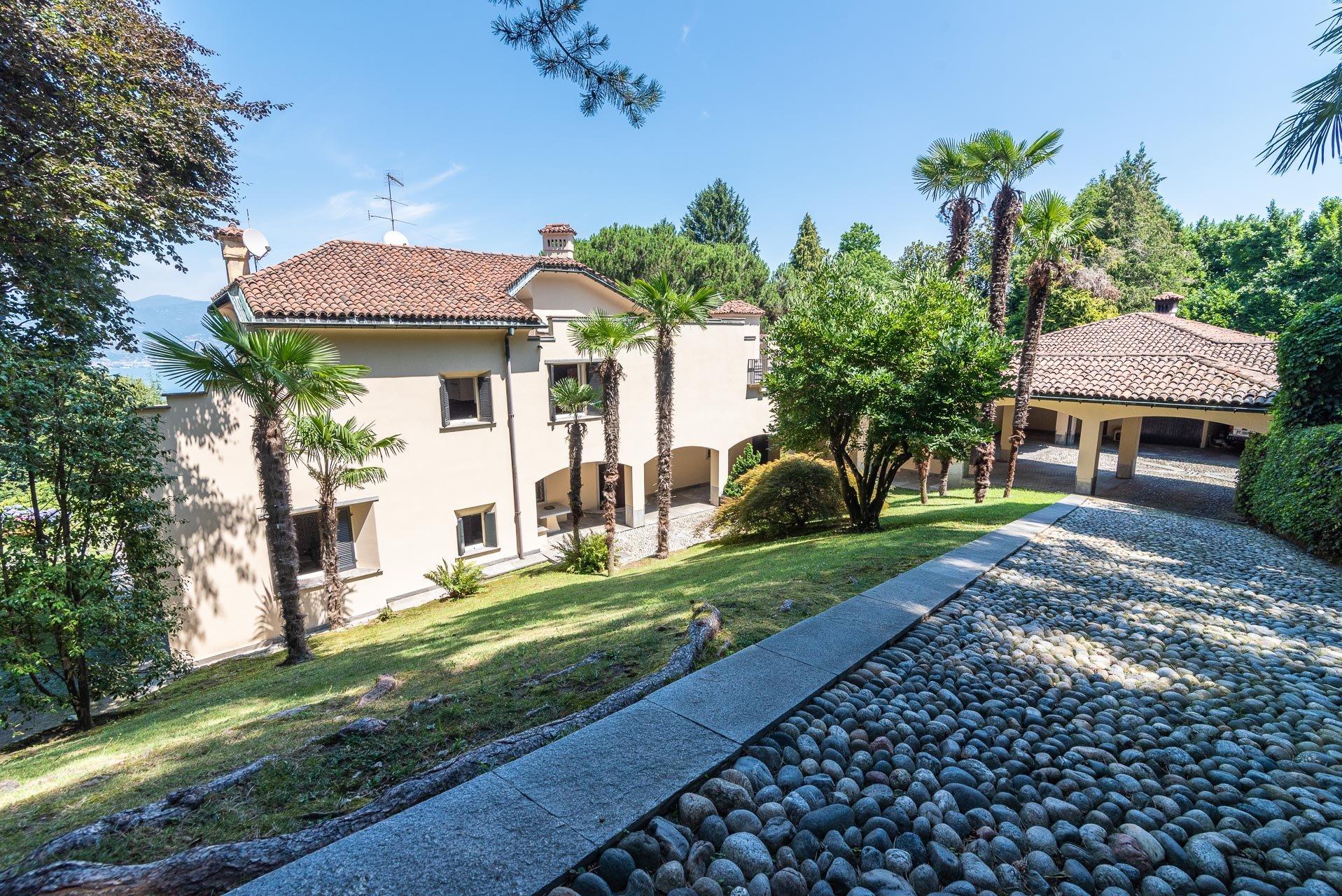 Elegant lake view villa for sale in Stresa -entrance