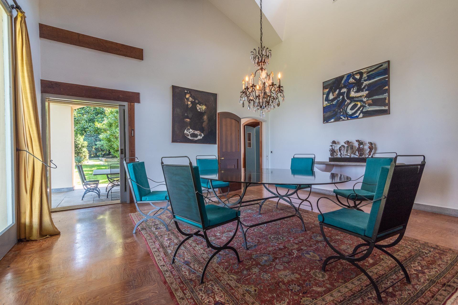 Elegant lake view villa for sale in Stresa - dining room