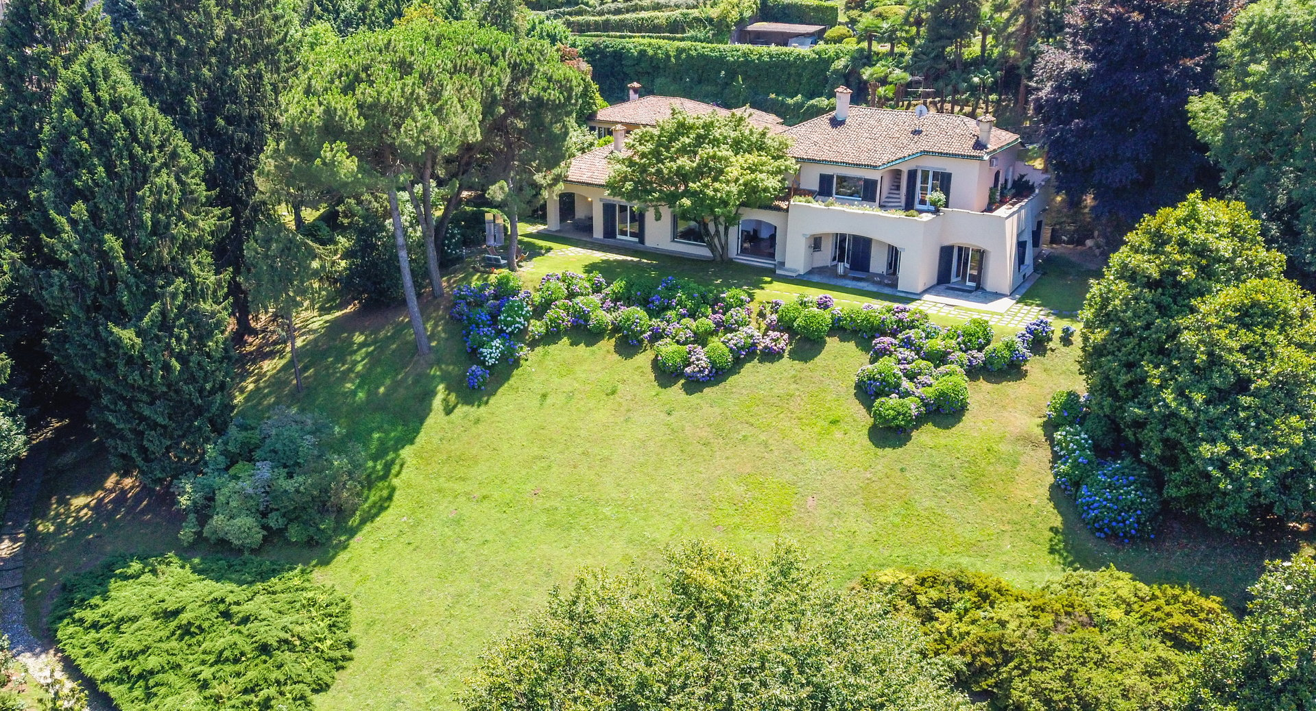 Elegant lake view villa for sale in Stresa - villa with garden