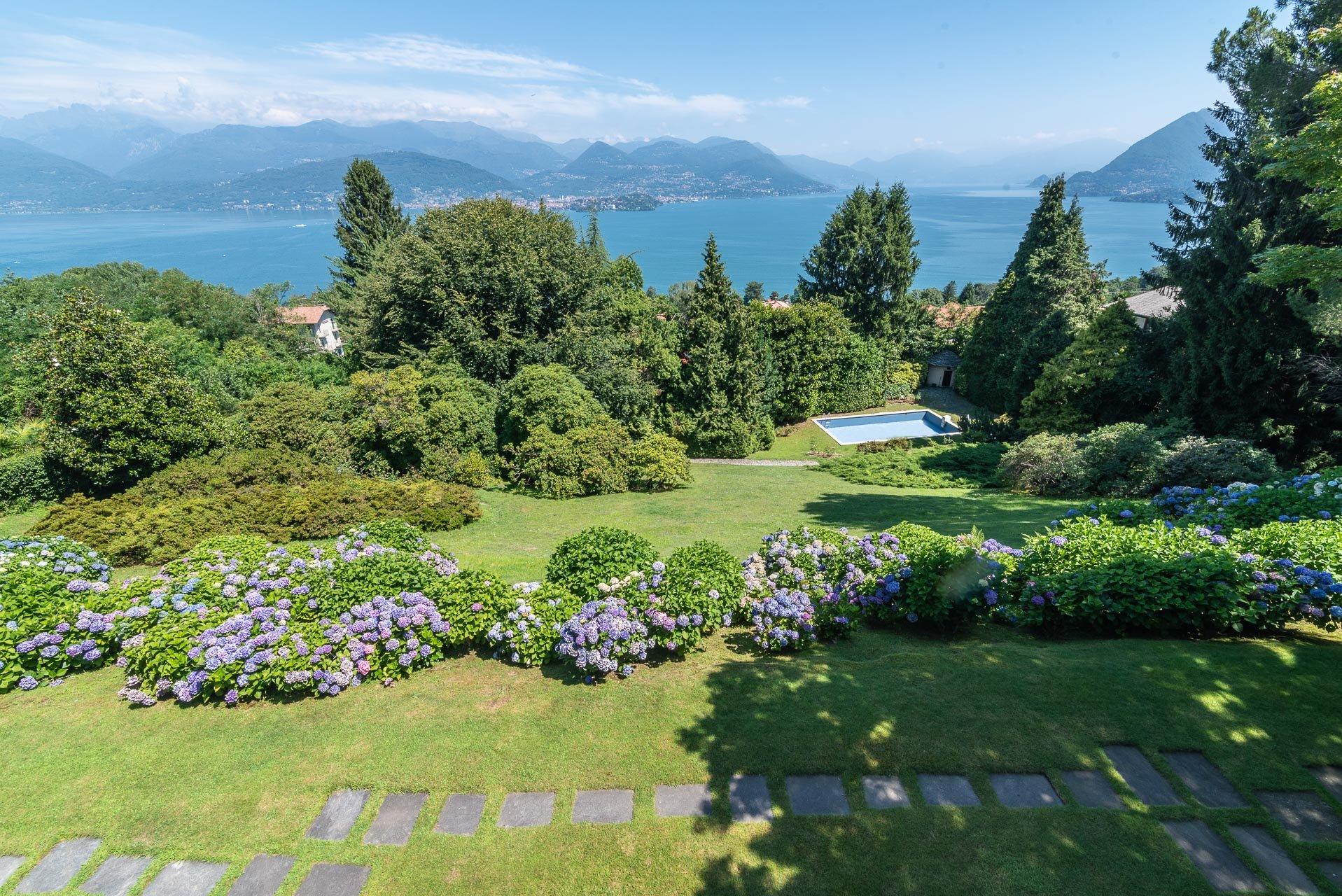 Elegant lake view villa for sale in Stresa - lake view villa