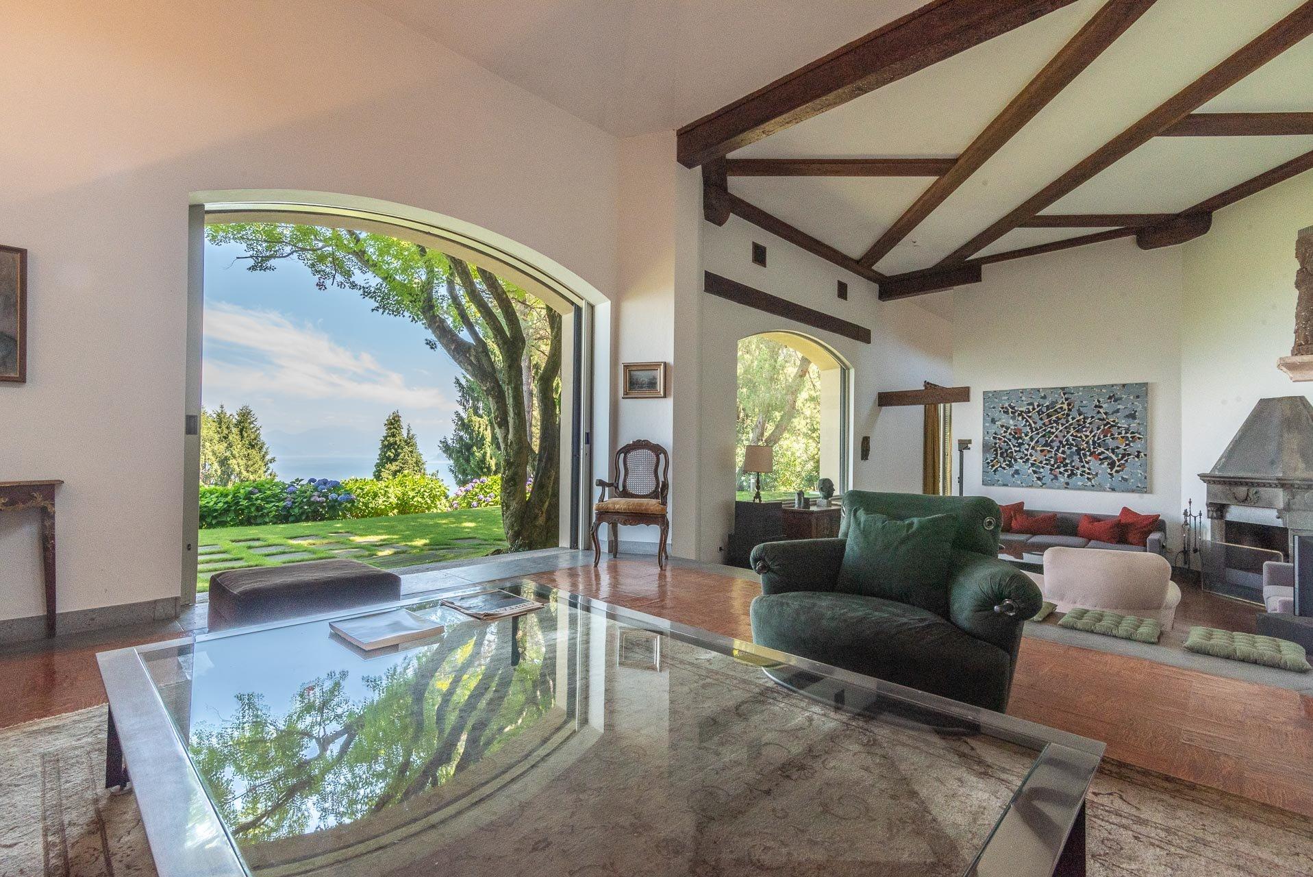 Elegant lake view villa for sale in Stresa - lake view salon