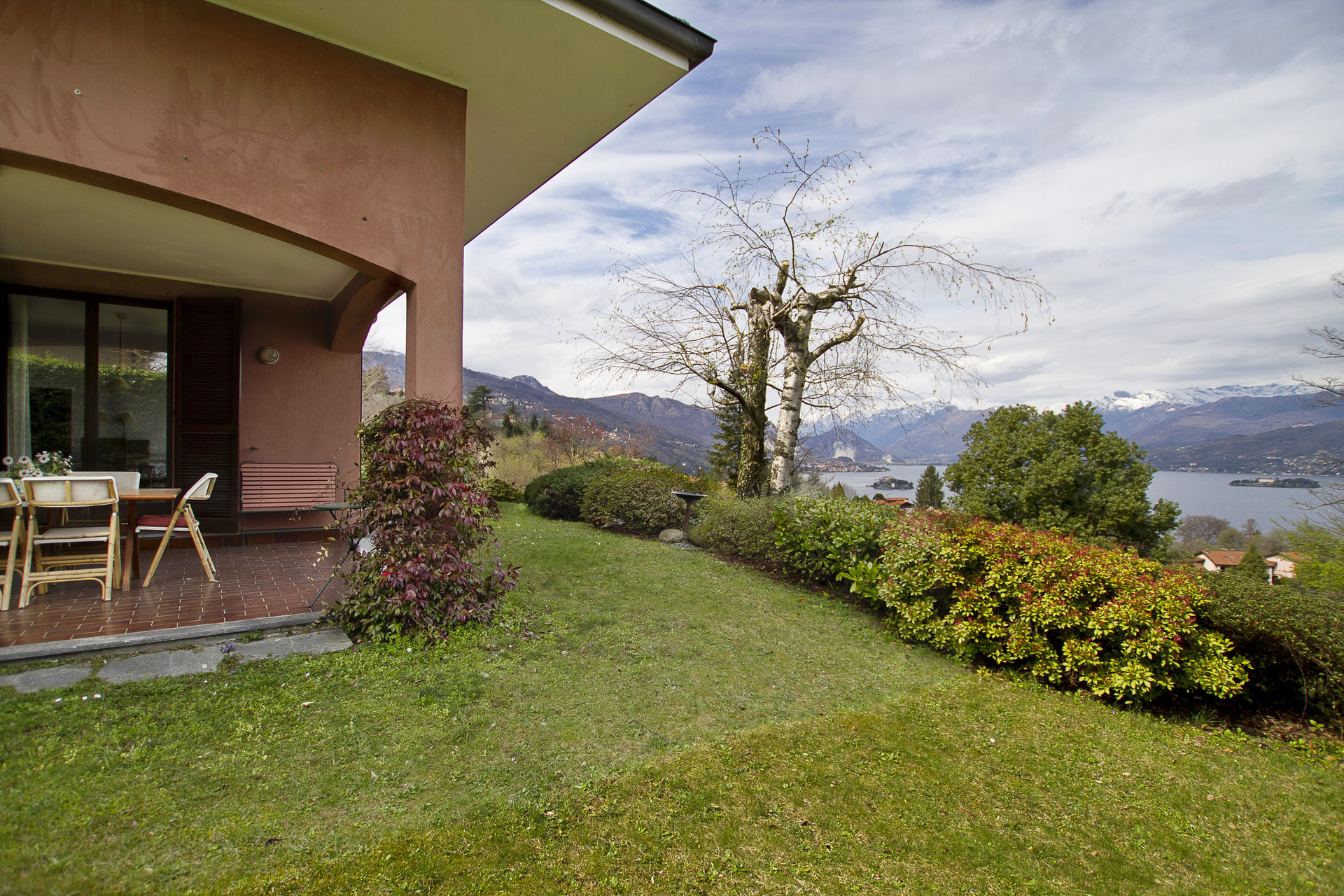 Lake view 80s villa in Stresa -  garden with a view