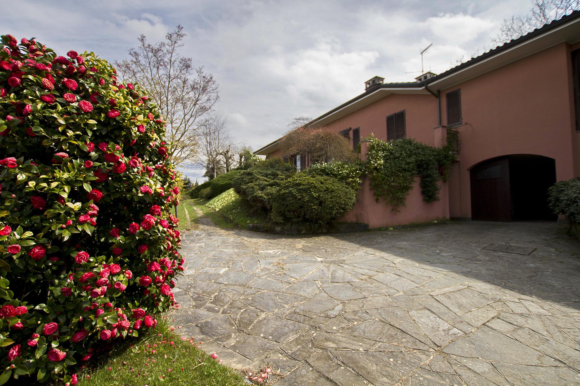 80er Jahre Villa mit Seeblick