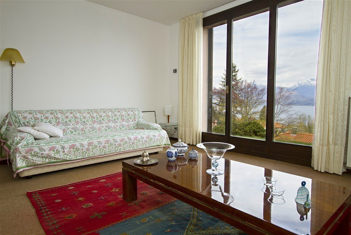 Lake view 80s villa in Stresa - sitting room
