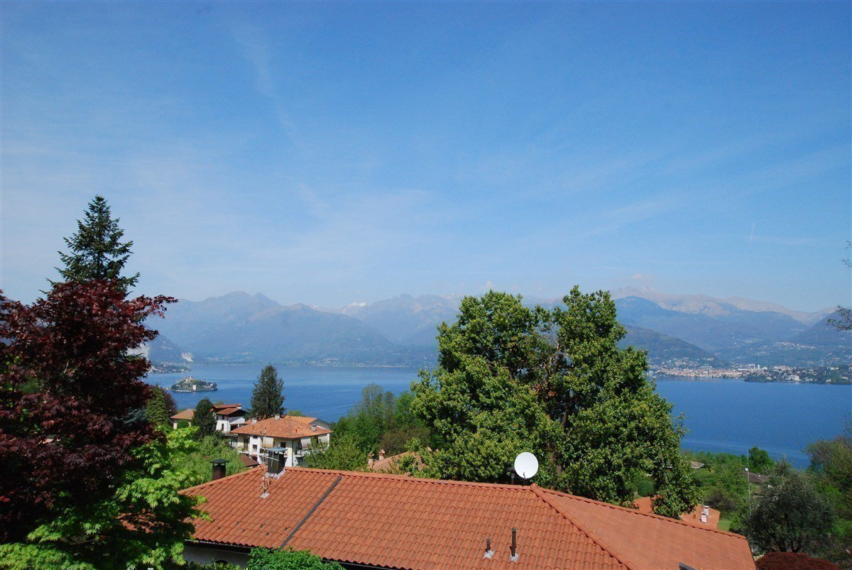 Lake view 80s villa in Stresa - panoramic view