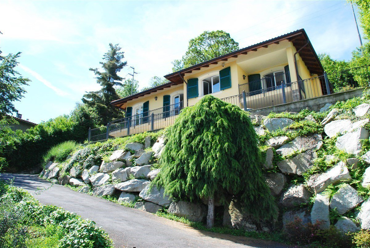 Villa for sale in Stresa