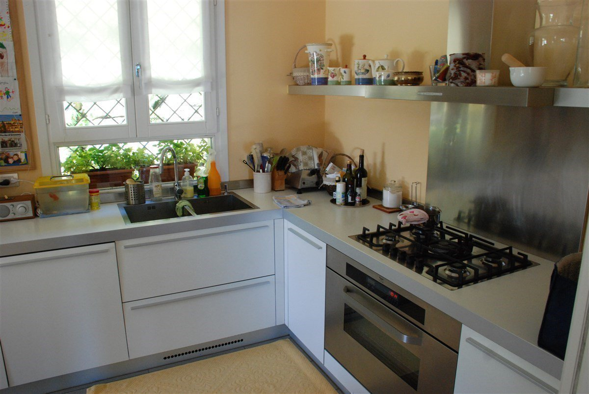 Villa for sale in Stresa - fitted kitchen