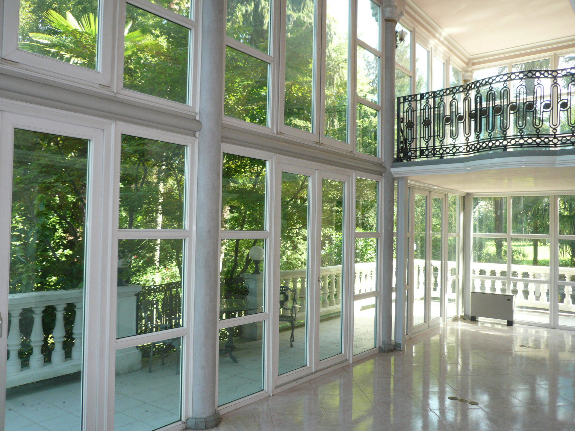 Historic villa for sale in Luino - large glass window
