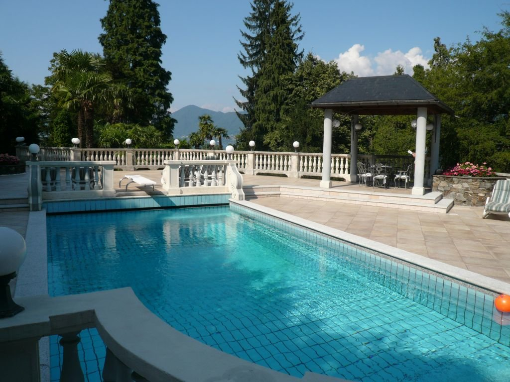 Historic villa for sale in Luino - swimming pool