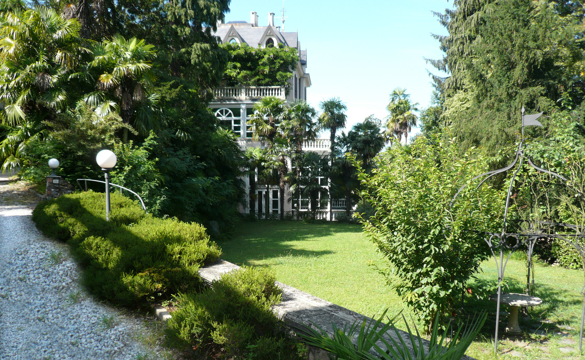 Historic villa for sale in Luino - park