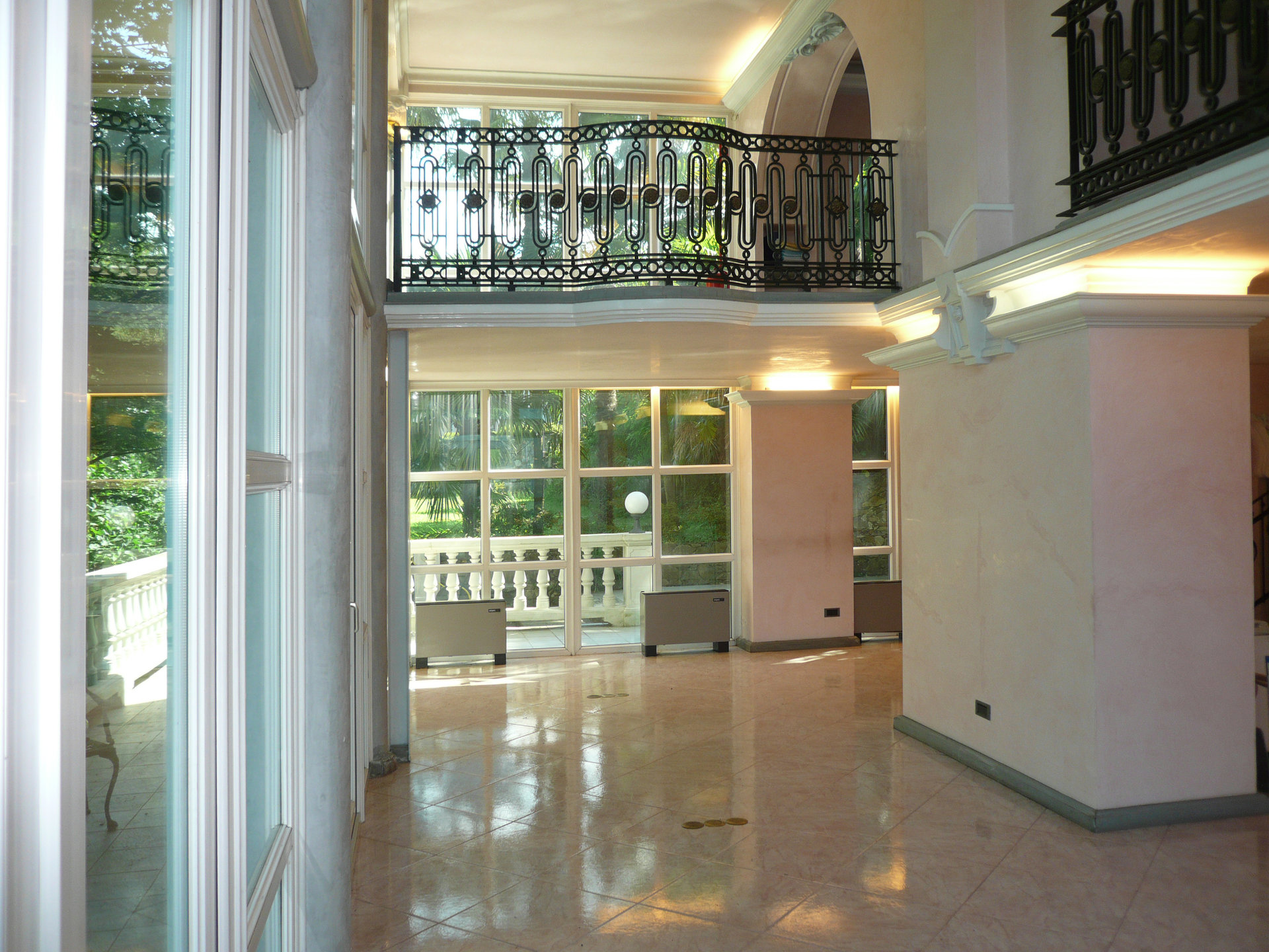 Historic villa for sale in Luino - salon