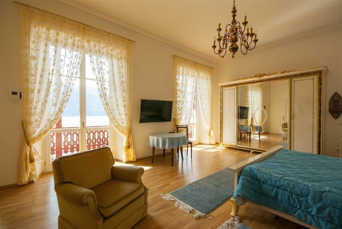 Villa for sale in Ghiffa - bedroom with a view