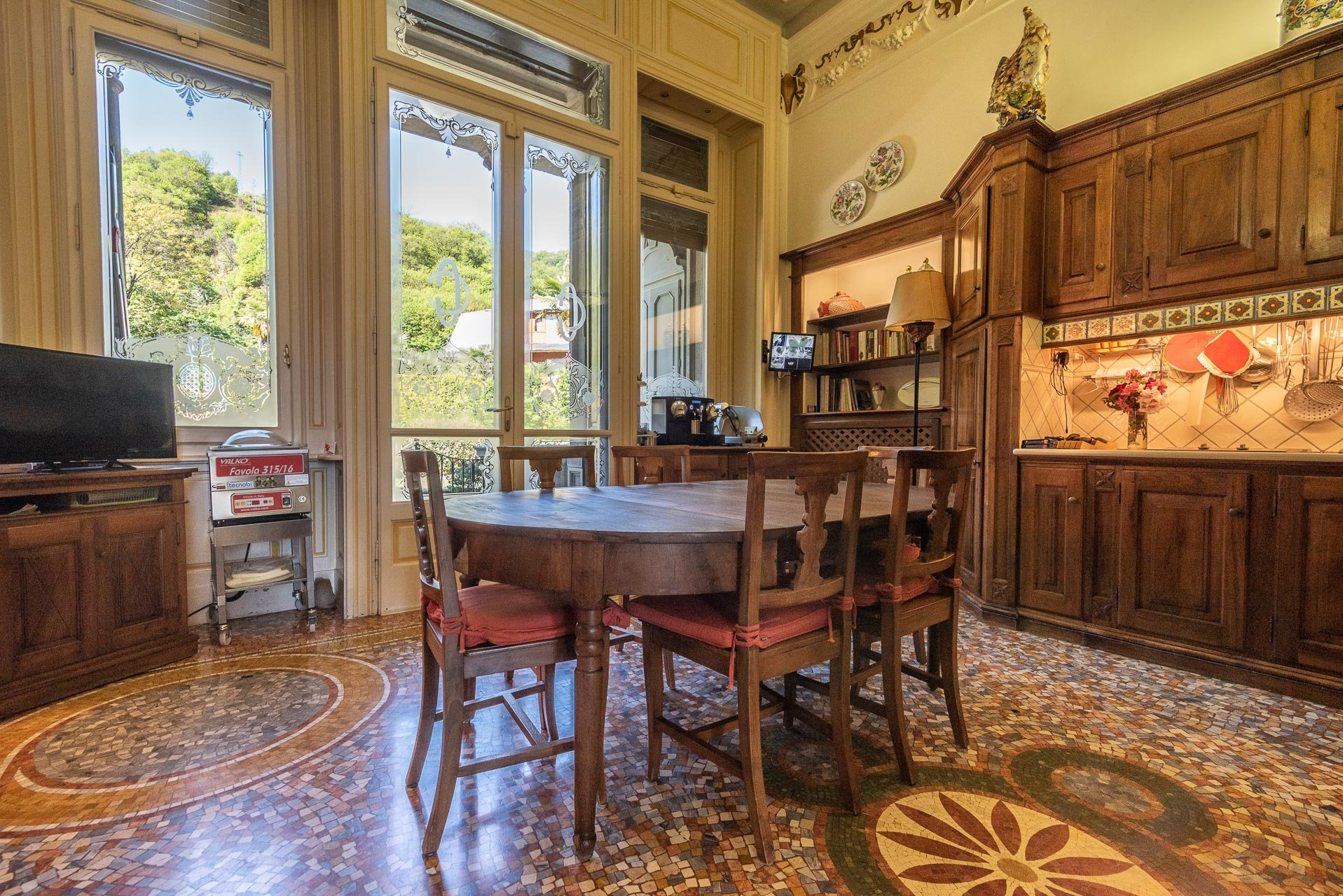 Luxurious apartment for sale in a villa in Stresa - kitchen