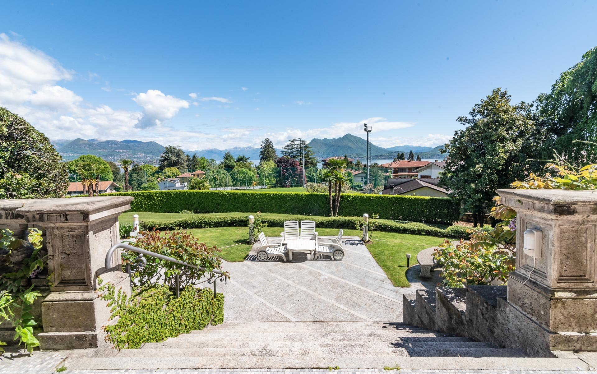 Luxurious apartment for sale in a villa in Stresa - view