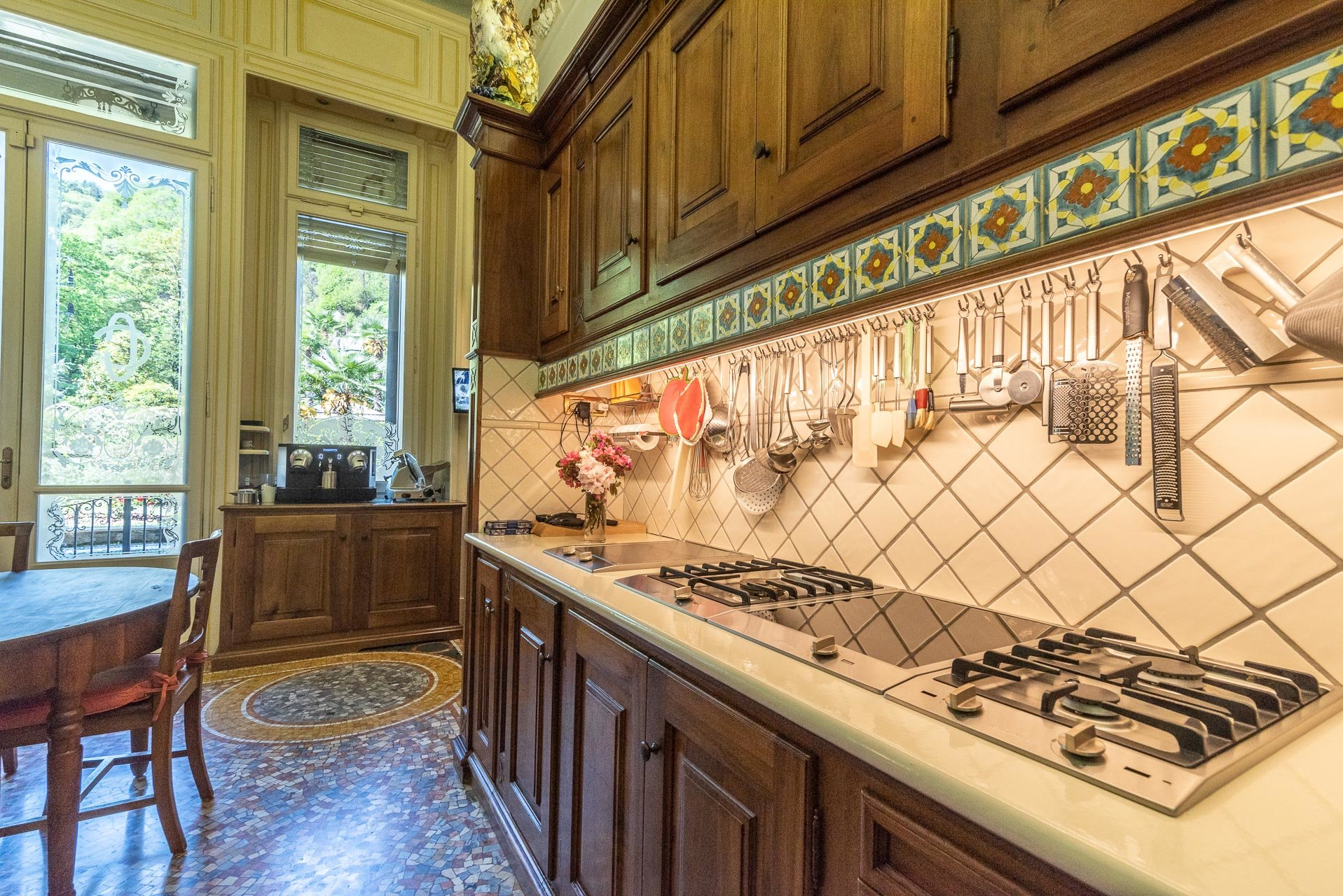 Luxurious apartment for sale in a villa in Stresa - fitted kitchen