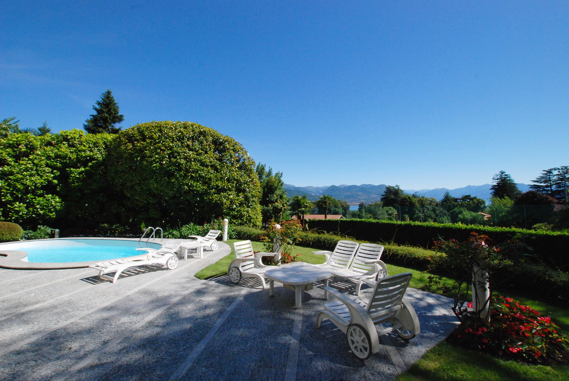 Luxurious apartment for sale in a villa in Stresa - swimming pool
