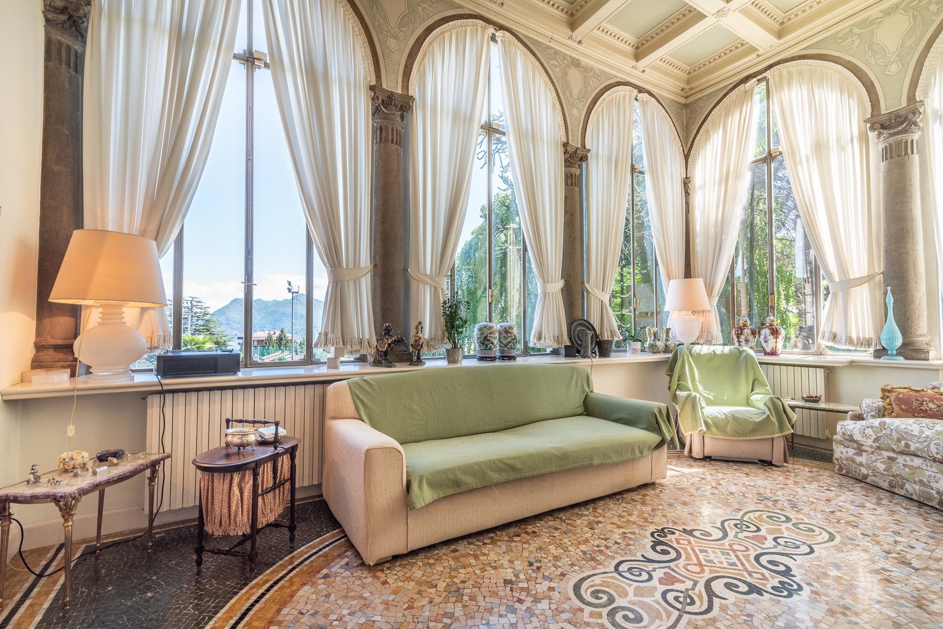 Luxurious apartment for sale in a villa in Stresa - living area