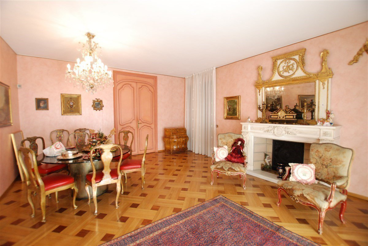 Villa in vendita in centro ad Arona - fireplace room