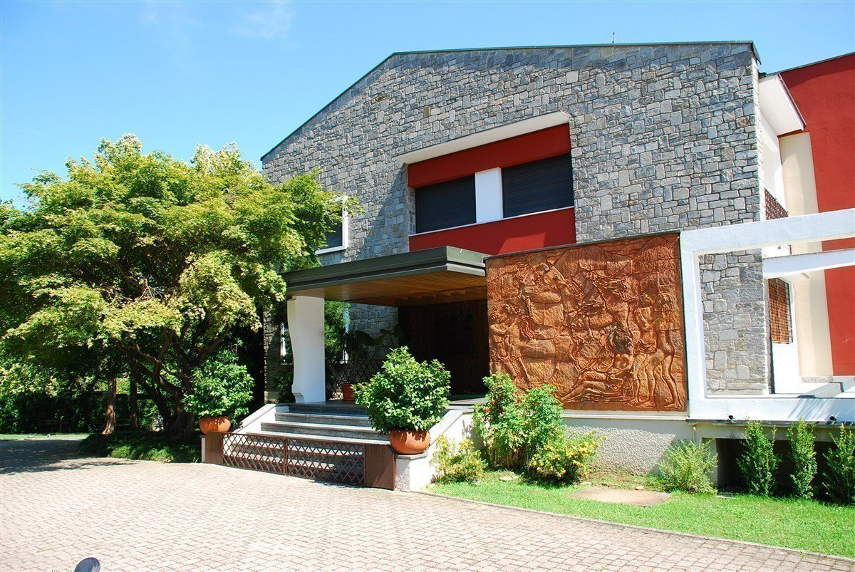 Villa for sale in Arona centre - facade