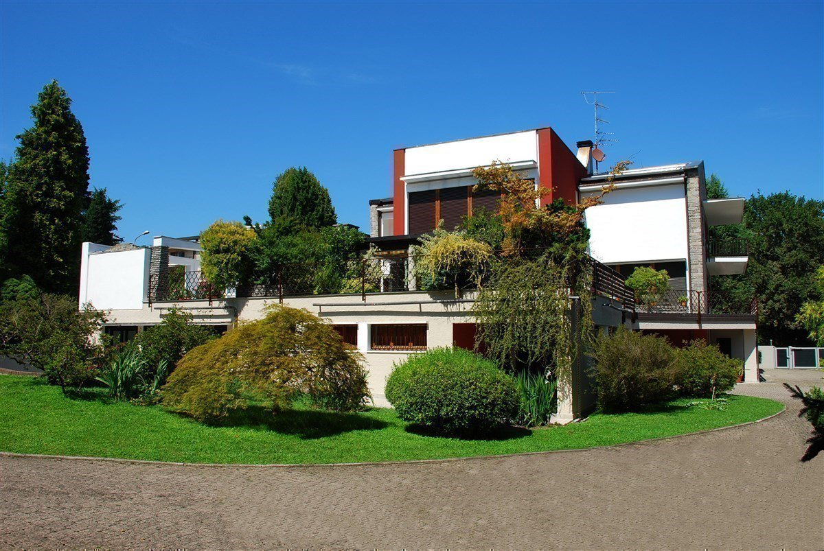 Villa for sale in the centre of Arona