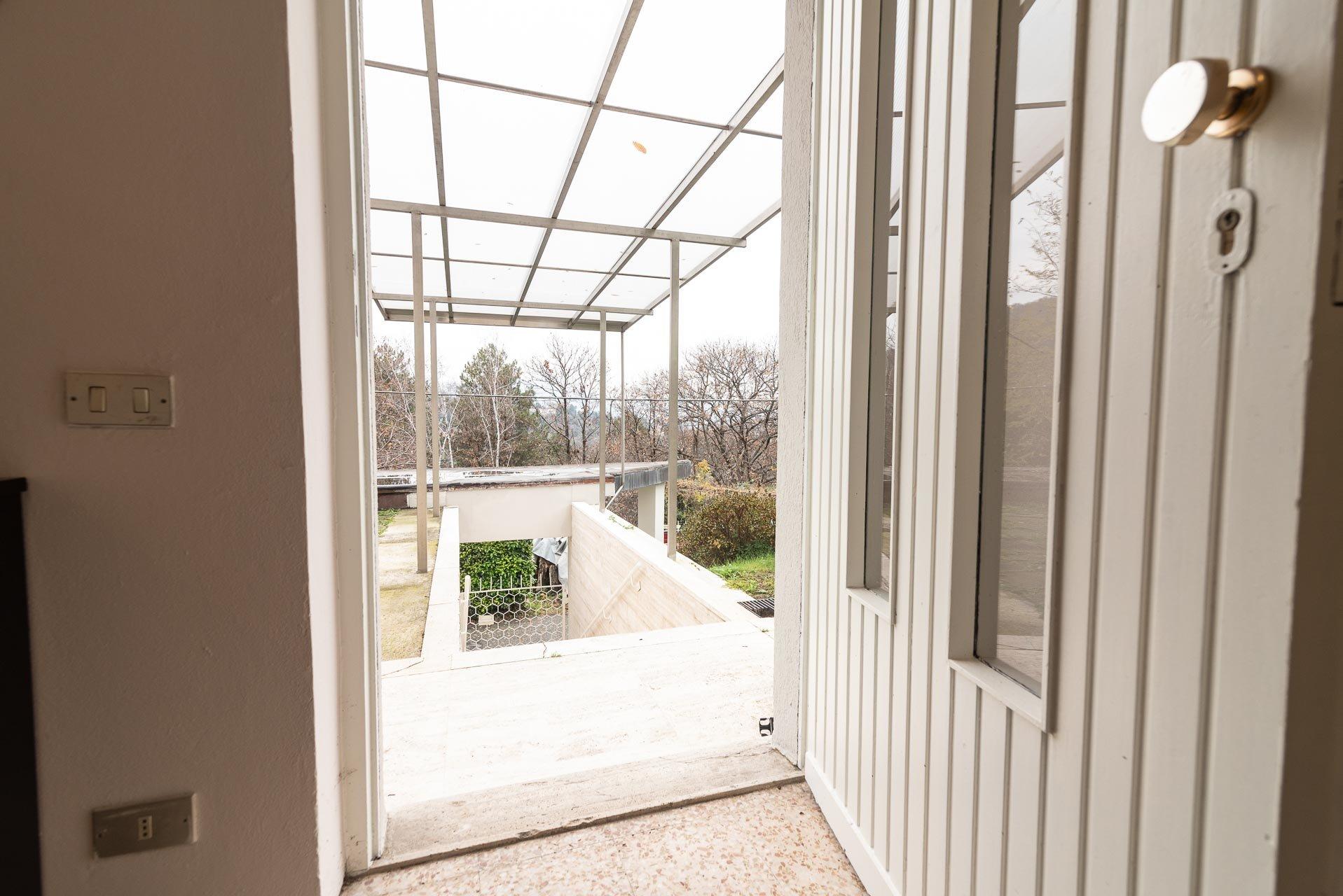 Modern villa for sale in Arona - porch