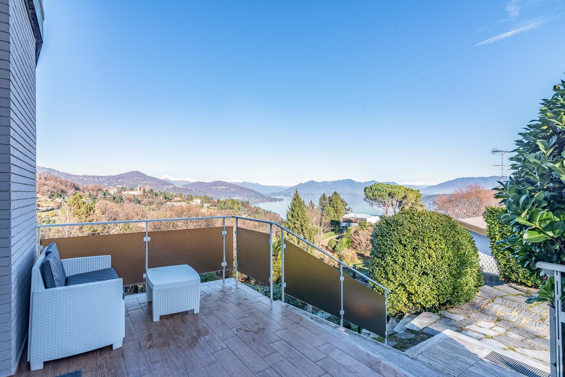Modern Villa for sale near the center of Arona