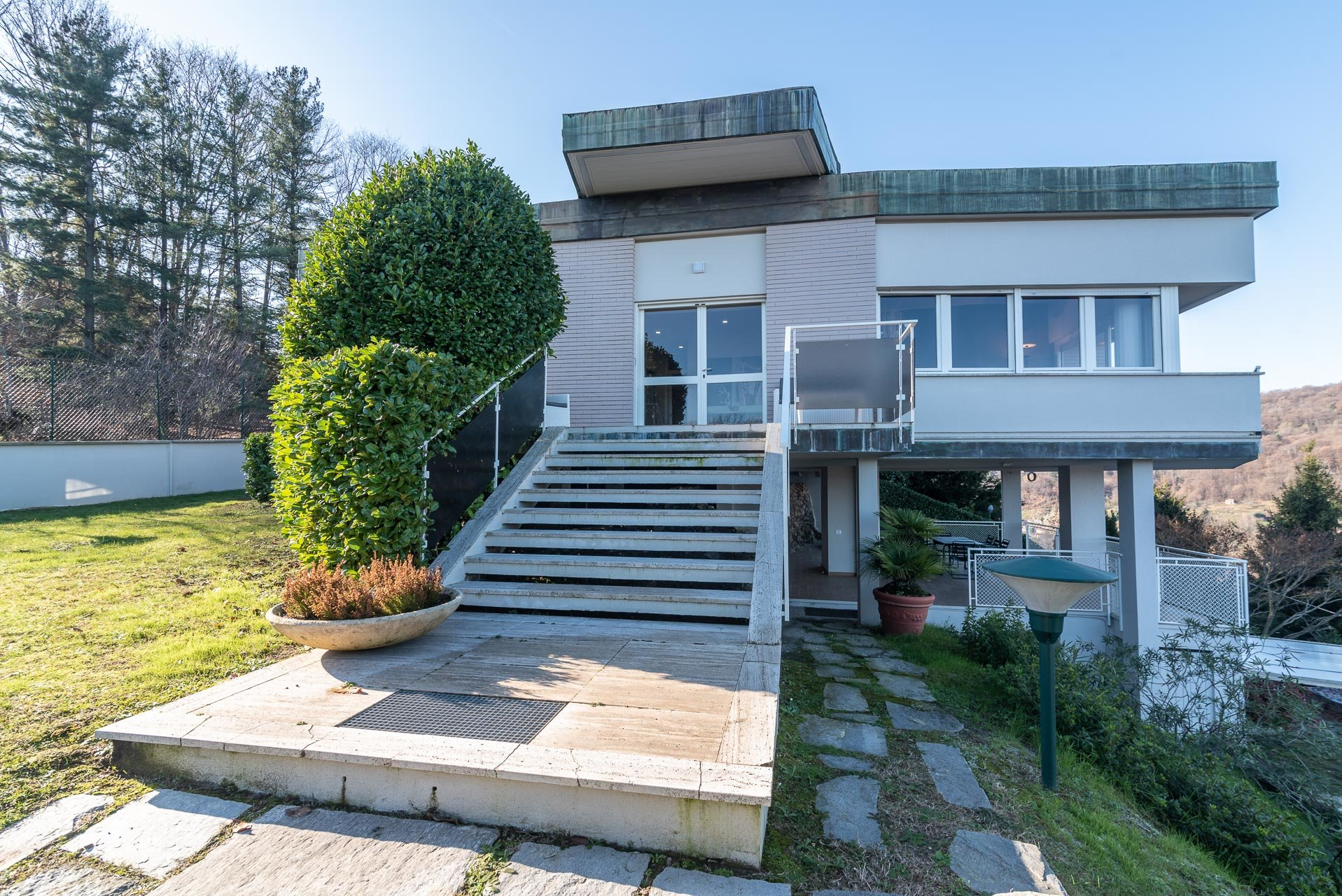 Modern villa for sale near Arona ventre - entrance