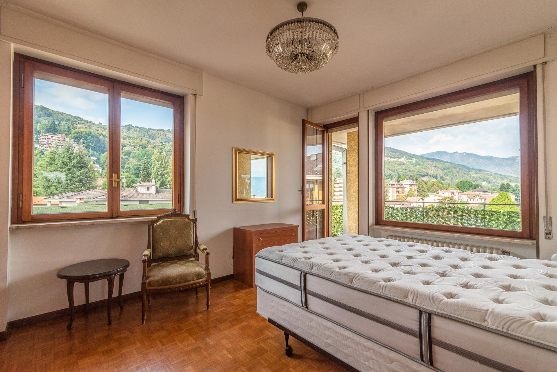 Apartment for rent in Stresa - bedroom with balcony