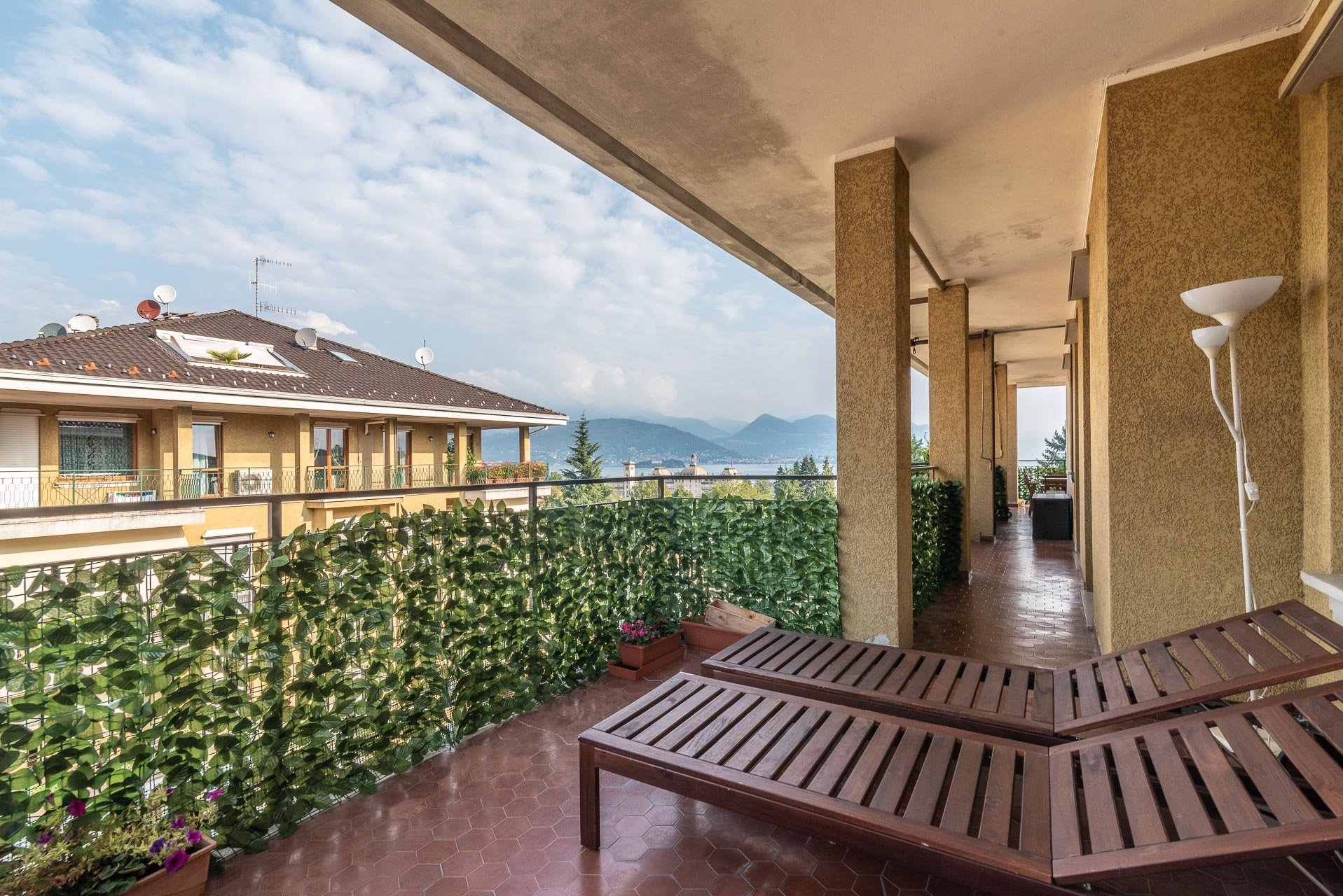 Apartment for rent in Stresa - wooden sunbeds