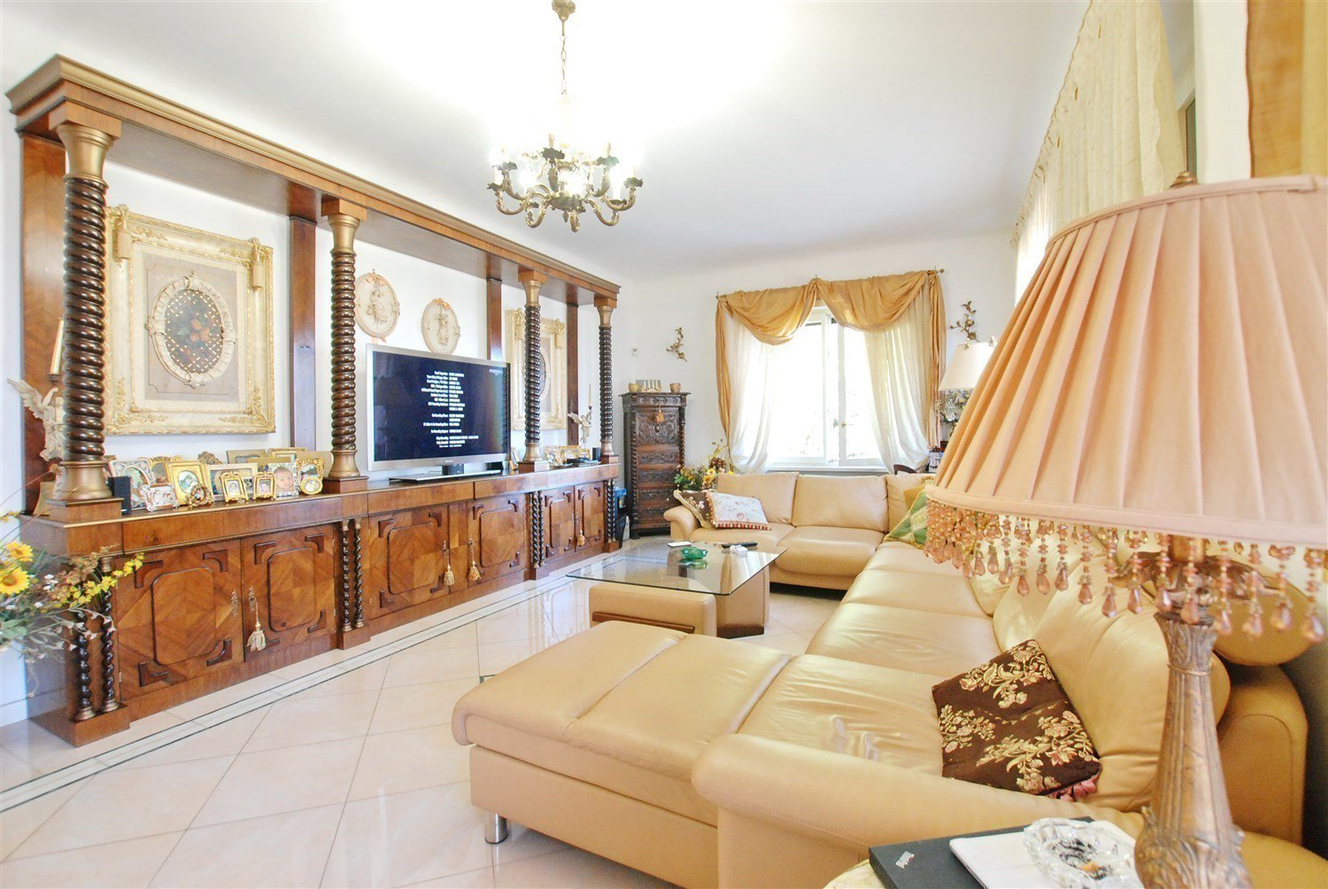 Neoclassical villa for sale in Gignese