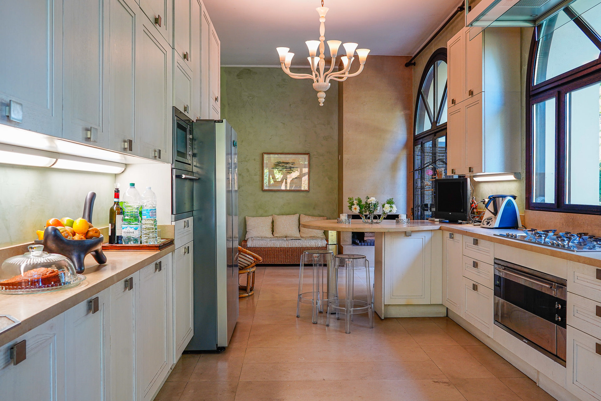 Period villa with park for sale on Ticino River - large kitchen