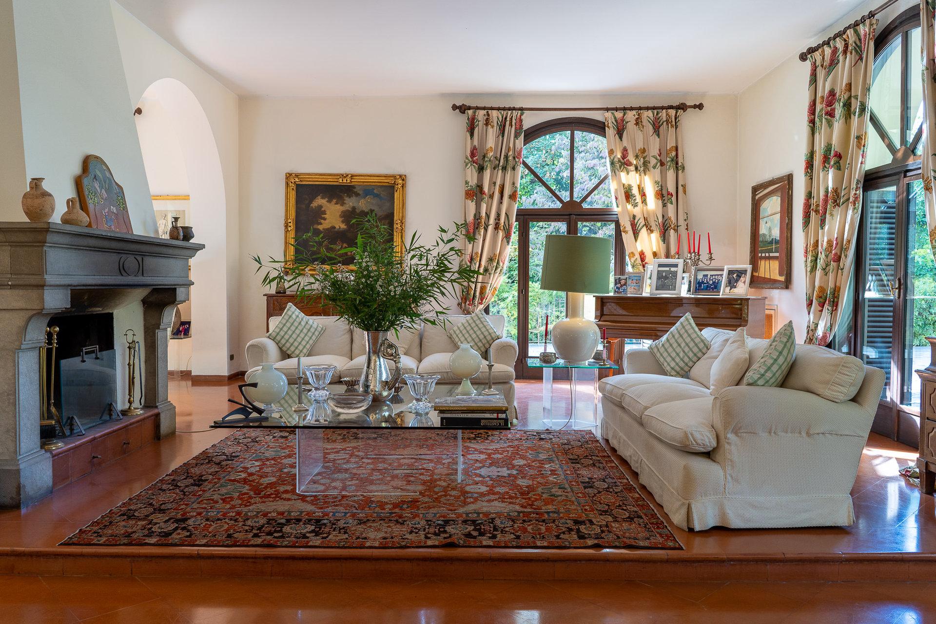 Period villa with park for sale on Ticino River - elegant sitting room