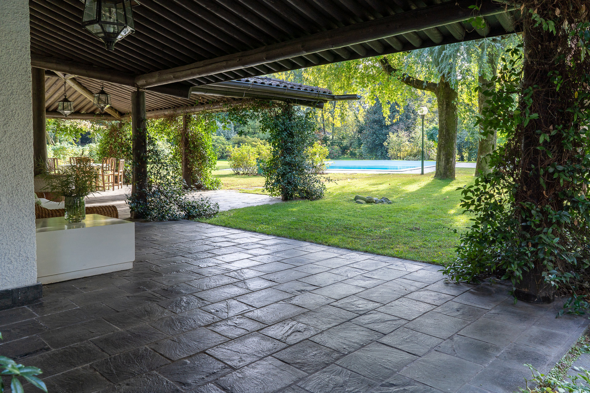 Period villa on the Ticino river for sale with park