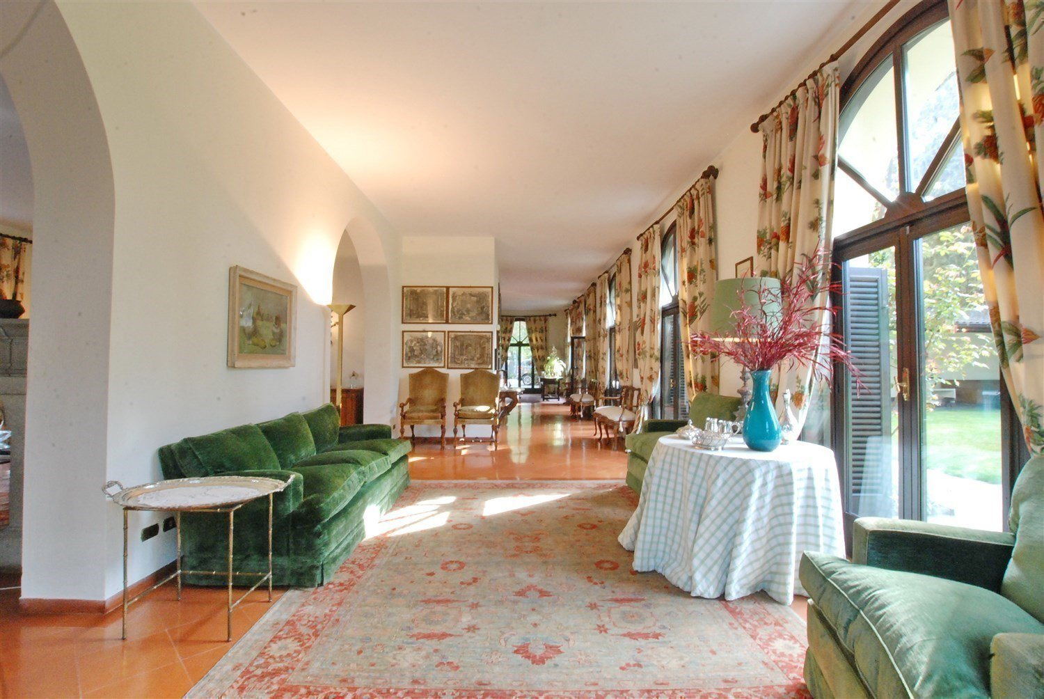 Period villa with park for sale on Ticino River - bright living room