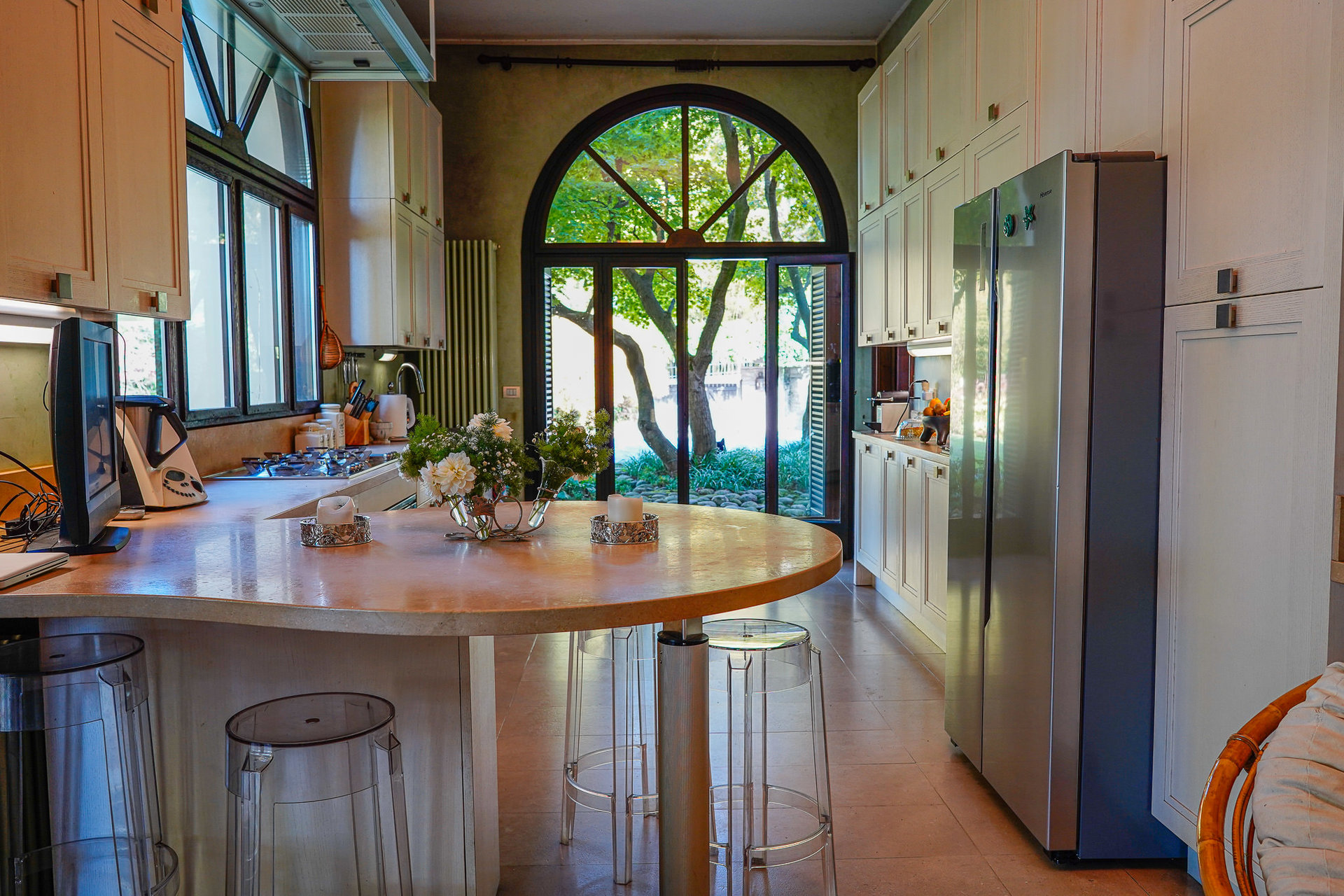 Period villa with park for sale on Ticino River - modern kitchen