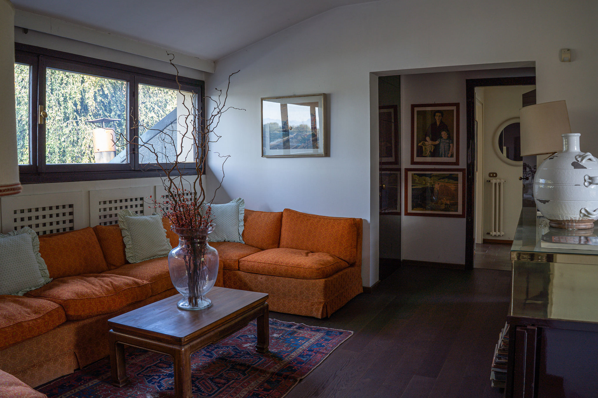 Period villa with park for sale on Ticino River - living room with parquet