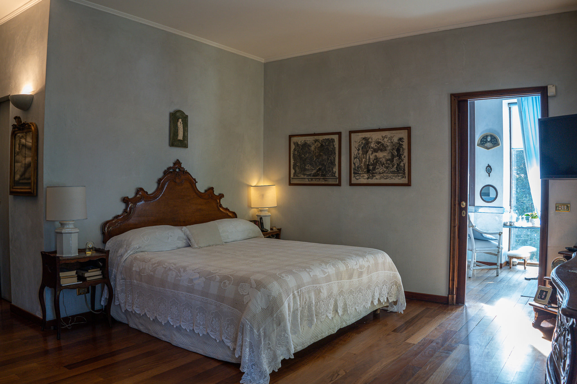 Period villa with park for sale on Ticino River - elegant bedroom