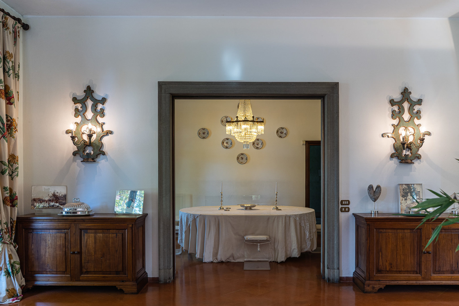 Period villa with park for sale on Ticino River - dining room entrance