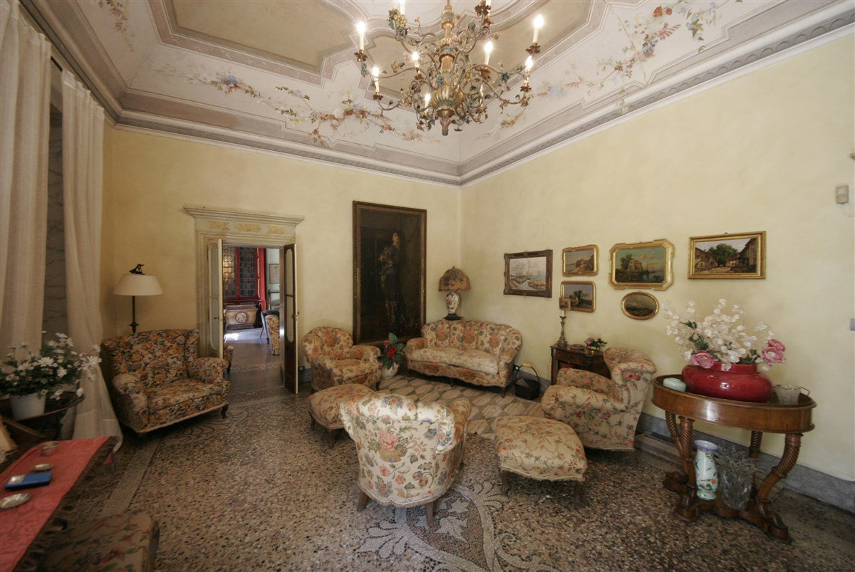 Magnificent villa for sale in Laveno Mombello