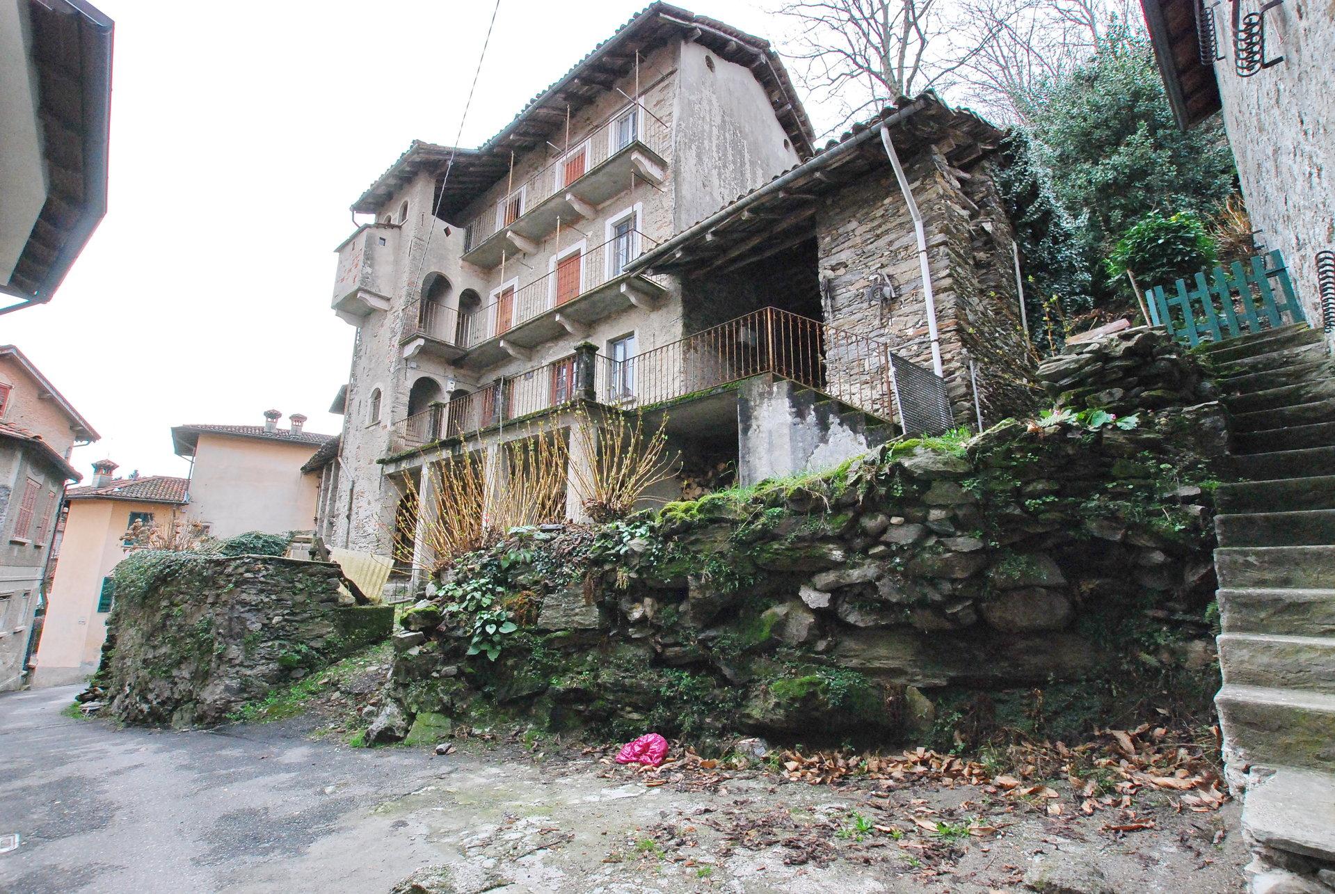 Vendita Rustico da ristrutturare sulla collina di Stresa