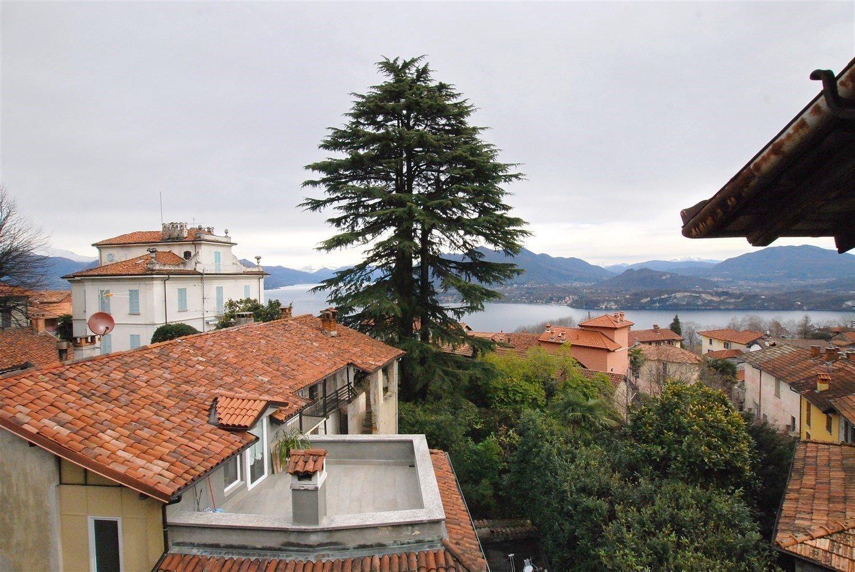 Vendita rustico da ristrutturare sulla collina di Stresa - vista lago